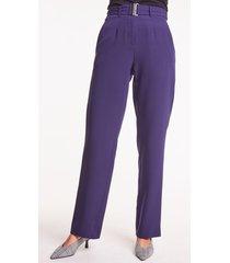 granatowe spodnie z szerokimi nogawkami