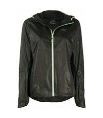 arc'teryx jaqueta esportiva com logo bordado - preto