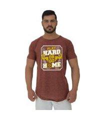 camiseta longline alto conceito play hard or go home nuno marrom