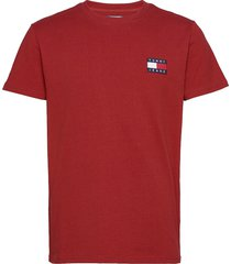 tjm tommy badge tee t-shirts short-sleeved röd tommy jeans