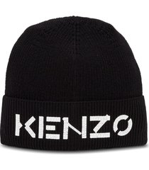 hat with logo print