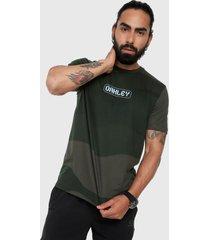 camiseta verde-gris-negro oakley digit camo ss