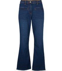 7/8-jeans, utställda ben
