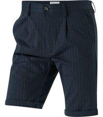 shorts med smala ränder