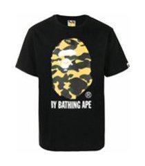 a bathing ape® camiseta 1st camo de algodão com estampa de tubarão - preto