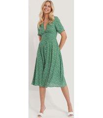 na-kd v-ringad klänning med blommigt tryck - green