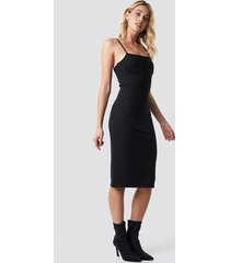 anna nooshin x na-kd midi cup shape dress - black