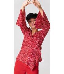 rut&circle wrap frill blouse - red