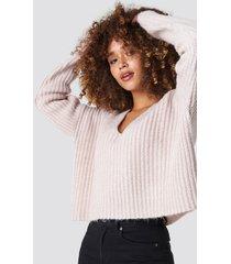 na-kd trend boxy v neck knitted sweater - pink