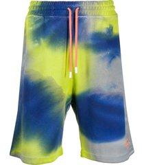 marcelo burlon county of milan tie-dye logo track shorts - green