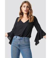 na-kd boho flounced sleeve v-neck blouse - black