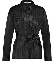 imitatieleren blouse met ceintuur pamas  zwart
