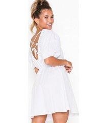 nly trend everyday back focus dress loose fit vit