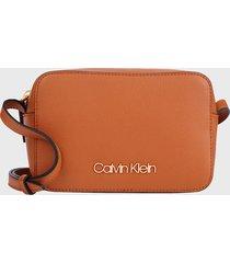cartera ck must camera bag marrón calvin klein