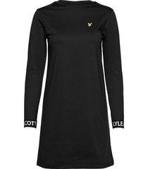 t-shirt dress knälång klänning svart lyle & scott