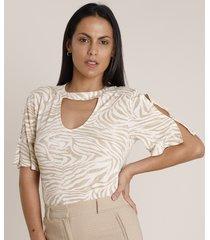 blusa feminina choker estampada animal print zebra com botões manga curta decote redondo bege claro