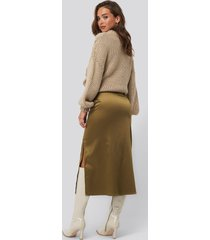 na-kd trend split seam satin midi skirt - brown