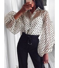 blusa de lunares de malla con mangas de linterna