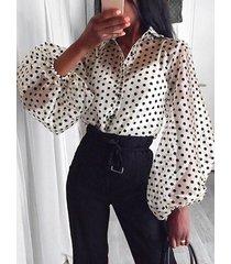 blusa con mangas farol de malla de lunares