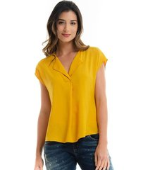 blusa mostaza manga corta con solapa para mujer 97484cl