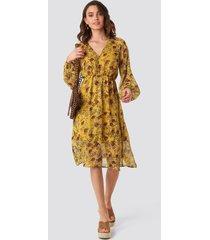 na-kd boho yellow flower print midi dress - yellow