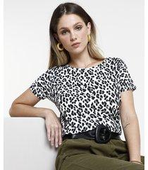blusa feminina estampada animal print manga curta decote redondo branco