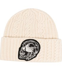 alexander mcqueen logo-patch cable-knit beanie - white