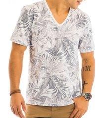 camiseta masculina folhagem total sublimada decote v - area verde - multicolorido - masculino - dafiti