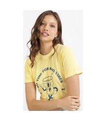 """t-shirt feminina mindset copo no time for bad vibes"""" manga curta decote redondo amarela"""""""