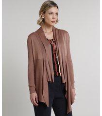capa feminina assimétrica com recorte em tricô marrom