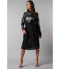 na-kd party sparkling pleated midi skirt - black