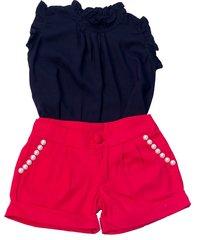 shorts liminha doce vermelho e blusa preta