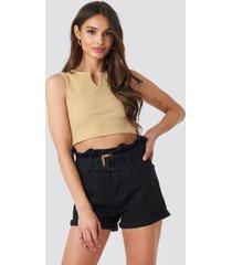 na-kd belted denim shorts - black