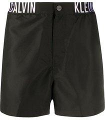 calvin klein jeans short de natação com logo - preto