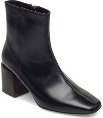 ida black leather shoes boots ankle boots ankle boot - heel svart flattered