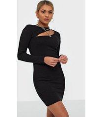nly trend cut out rib dress fodralklänningar
