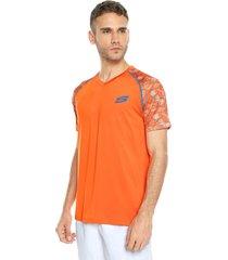 camiseta naranja-azul skechers