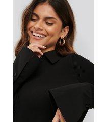 na-kd classic pleated sheer blouse - black