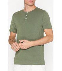 selected homme slhamos ss split neck tee b t-shirts & linnen grön