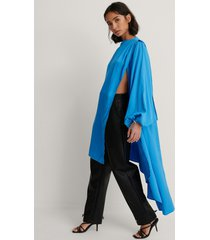 dressing up at home x na-kd kaftan - turquoise