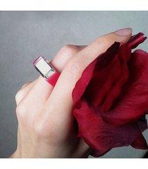 ciemnoróżowy pierścionek z żywicy z lustrem