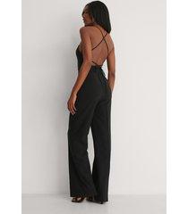 trendyol jumpsuit med bälte - black