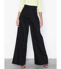 nly trend high waist wide pants byxor
