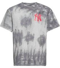 new york yankees tie dye graphic t-shirt t-shirts short-sleeved grå fanatics