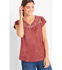 cold dyed t-shirt met broderie anglaise