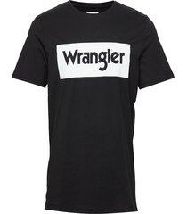 ss logo tee t-shirts short-sleeved svart wrangler