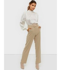 nly trend belted suit pants byxor