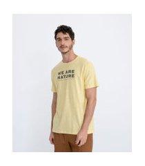 "camiseta manga curta em algodão lettering ""we are nature"" | ripping | amarelo | p"
