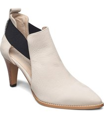 tuva shoes boots ankle boots ankle boot - heel creme nude of scandinavia