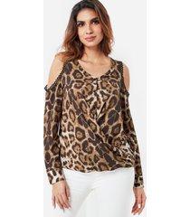 top de leopardo con hombros descubiertos y silueta drapeada